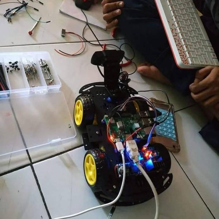 Hebat! Siswa SMK Ini Rakit Robot Pemantau
