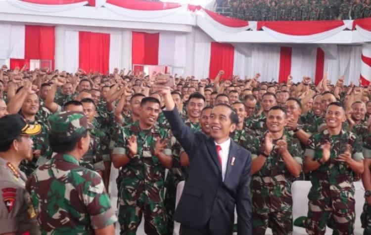 Asyik! Jokowi: Tunjangan Operasional Babinsa Naik