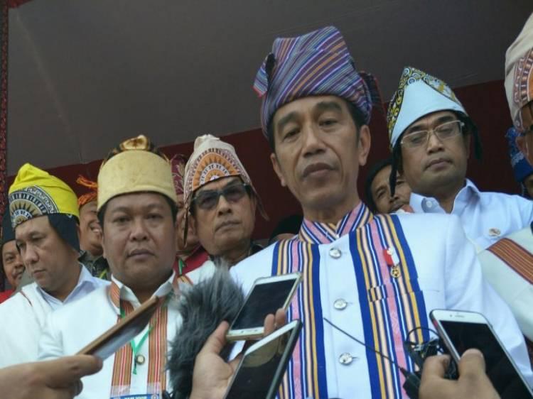 Dari Toraja Jokowi Sampaikan Duka Atas Bencana Tsunami Selat Sunda