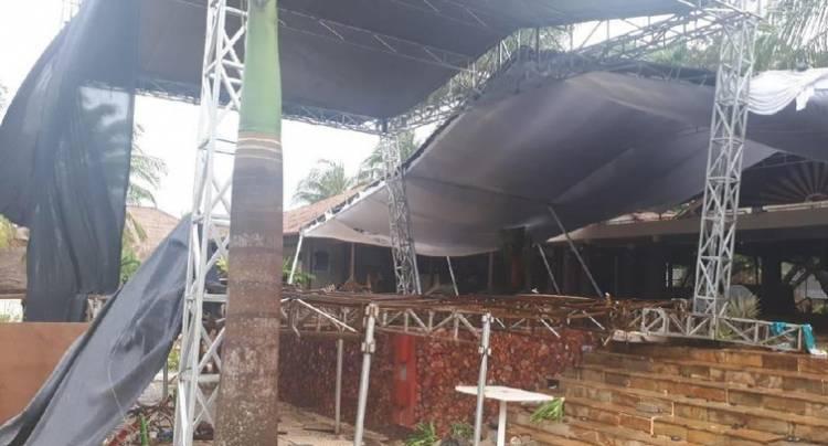 Diterjang Tsunami Panggung Seventeen Luluh Lantak