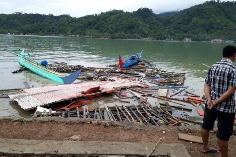 12 Mahasiswa Undip dan Masyarakat Pulau Legundi Telah Dievakuasi