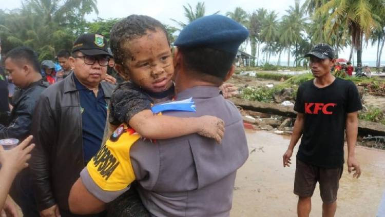 Bocah 5 Tahun Selamat dari Reruntuhan akibat Tsunami di Carita