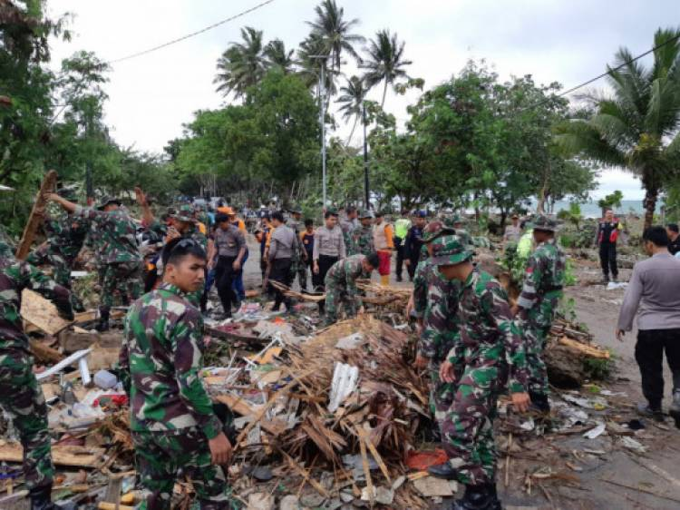 Cepat Tanggap! Kodam II/Sriwijaya Buka Dapur Umum Tsunami Lampung