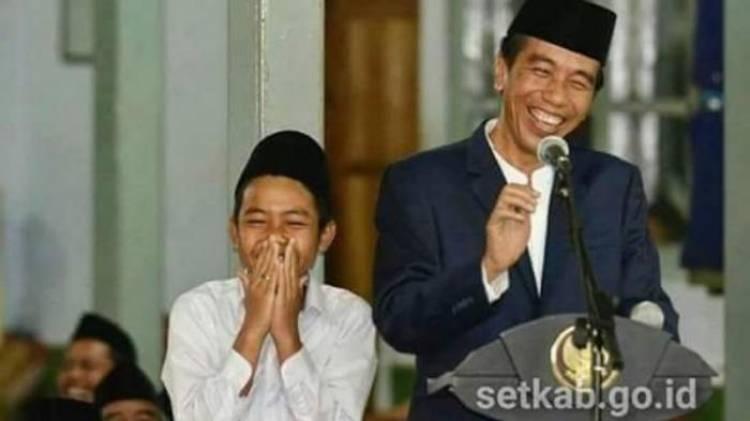 Ucapkan Selamat Tahun 2019, Jokowi Tanya Netizen Akhir Tahun Kalian Dimana??