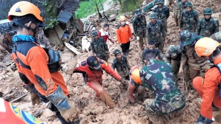 Hujan Deras Memaksa Evakuasi Korban Longsor Sukabumi Dilanjutkan Rabu Pagi