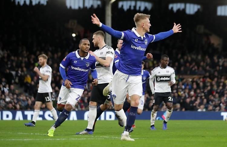 MEMALUKAN! Fulham Disingkirkan Tim Kasta Empat Oldham Athletic