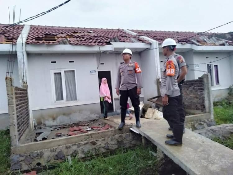 150 Rumah di Bandung Dihantam Puting Beliung
