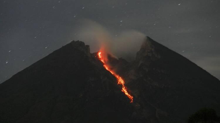 Gunung Merapi Luncurkan Guguran Lava Pijar Lagi Pada Selasa
