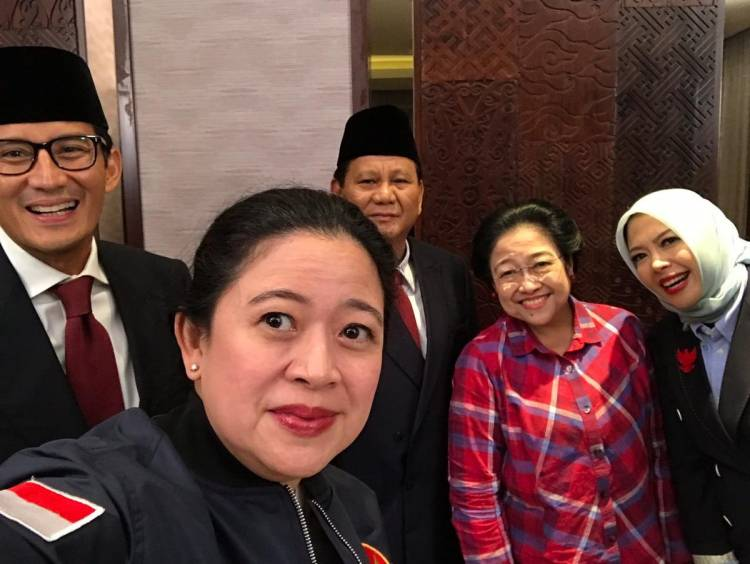 Di Ruang Tunggu Prabowo-Sandi Foto Bareng Megawati