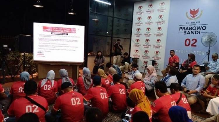 Relawan Prabowo-Sandiaga Gunakan Baju Merah Nobar Debat