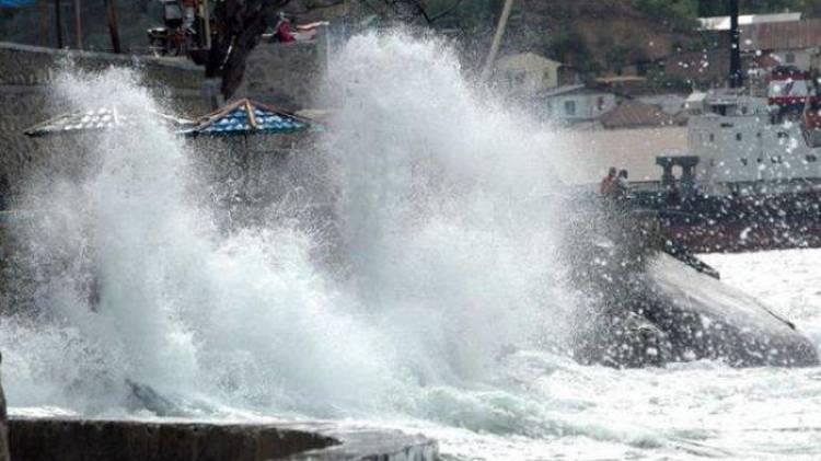 Gelombang Perairan Makassar Hingga 4 Meter