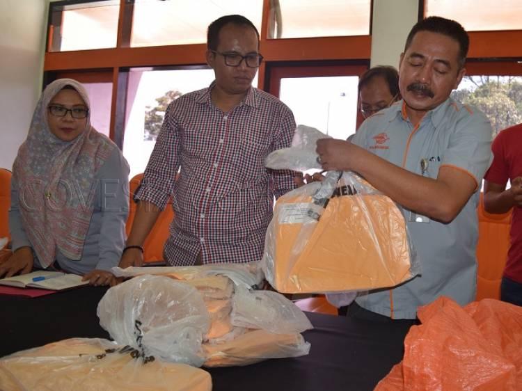 Kantor Pos Padang Bongkar Pengiriman Tabloid Indonesia Barokah