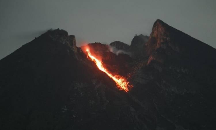 Lagi, Gunung Merapi Keluarkan Lima Kali Guguran Lava