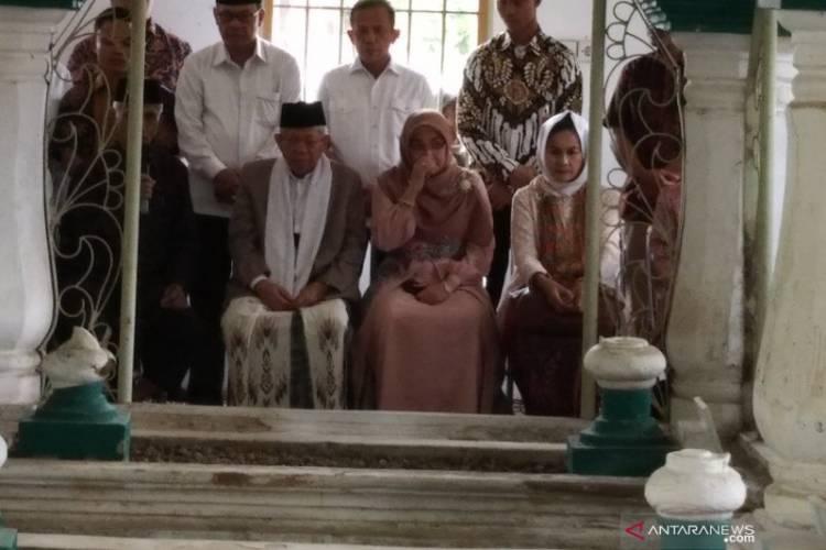 Ma'ruf Ziarah ke Makam Kakek Bung Hatta