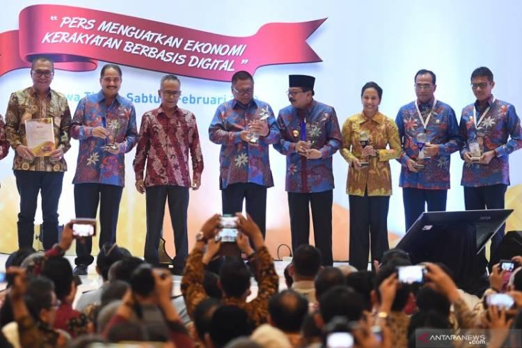 Jadi Tokoh Pembuat Berita, Ketua DPD RI Terima Warta Bakti Utama