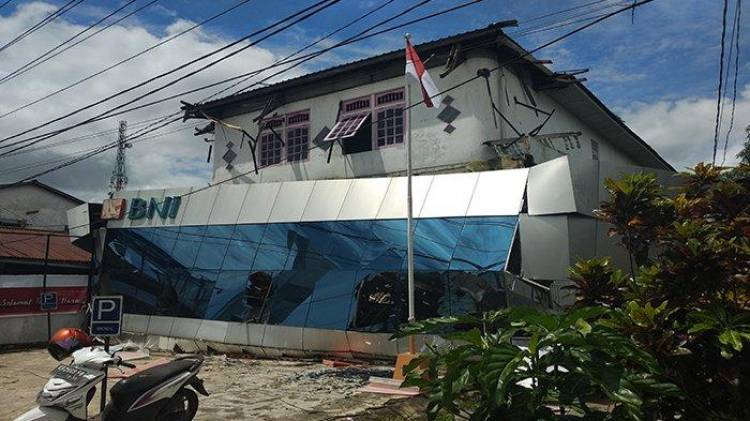 Bangunan Kantor BNI Ambruk, Nasabah Panik dan Kabur