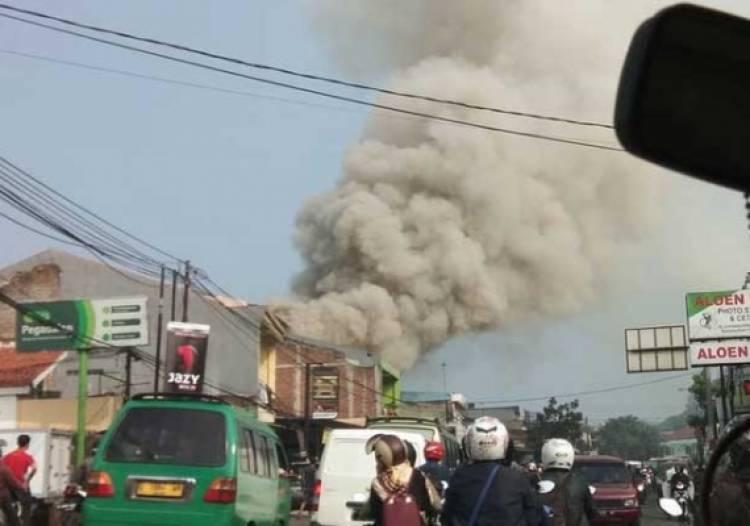 Kebakaran Hebat Hanguskan Dua Ruko  Service Printer di Cibiru Bandung