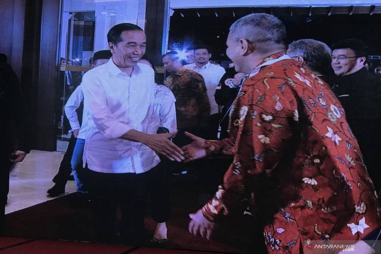Menantu Dampingi Jokowi di Debat Kedua