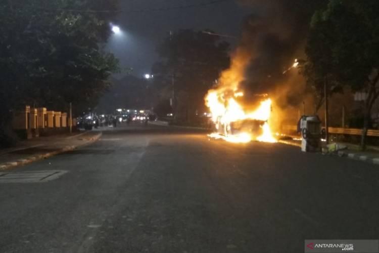 BREAKING NEWS! Bus Transjakarta Terbakar di Jalan Pos Raya