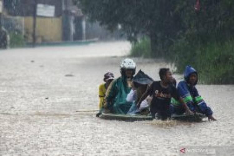 Tinggi Banjir di Kampung Cigosol Baleendah Bandung Capai 160 CM
