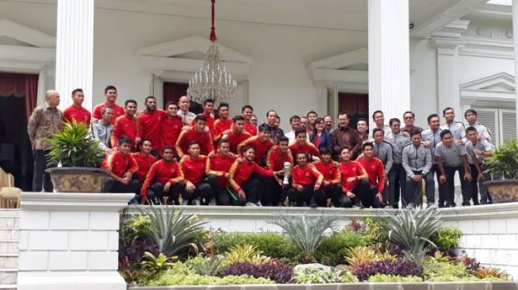 Terima Timnas Garuda Muda U-22 di Istana, Jokowi:Saya Bangga Prestasi Generasi Baru