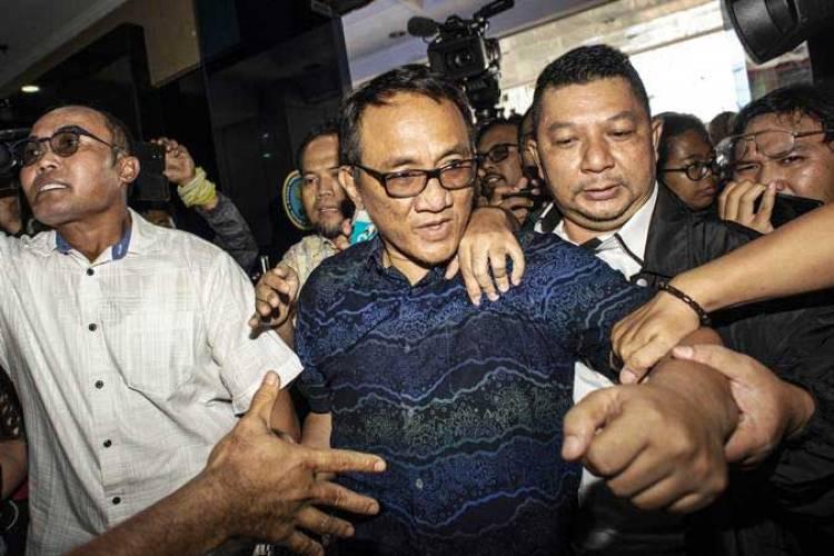 Meski Mau Mundur, Nasib Andi Arief Ditangan SBY
