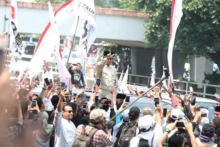 Disambut KH Jeje Jaenudin, Ini Kata Prabowo…