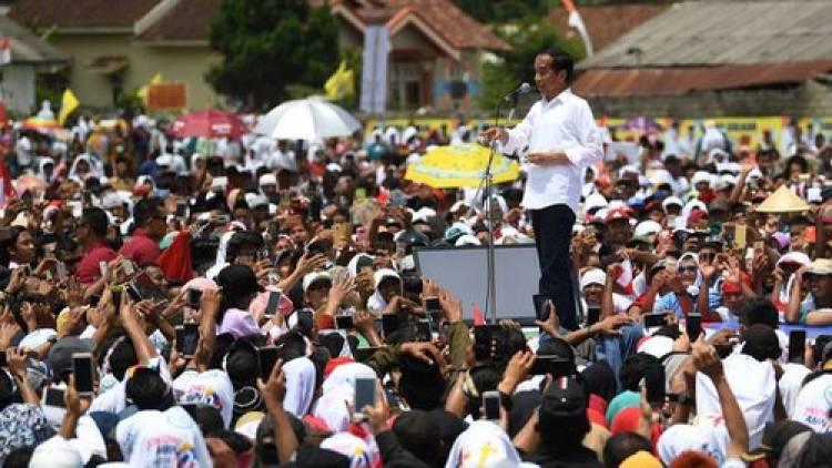 Jokowi: Jalan Campur Karet, Agak Mahal Tapi Awet