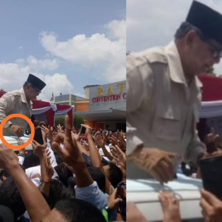 Pakai Sarung Tangan, Prabowo Salami dan Sapa Ribuan Masyarakat Jambi
