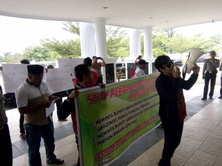 Massa Demo Kantor Bupati Sarolangun, LSM: Kami Sedih Negeri Kita Dihancurkan Orang Tak Bertanggungjawab