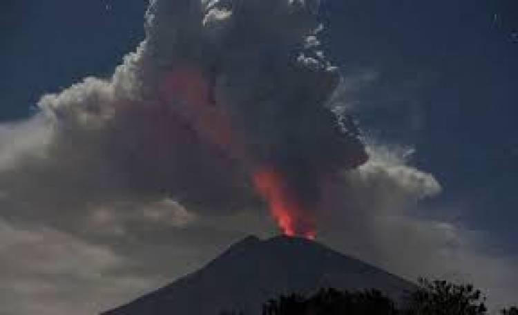 Ngeri, Gunung Agung Erupsi dengan Kolom Abu 600 Meter