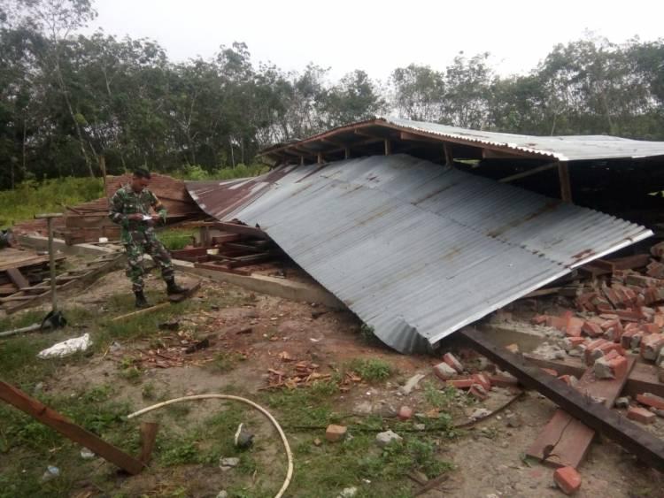 Puting Beliung Hantam Merangin, Puluhan Rumah Warga Rusak