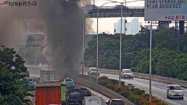 Kebakaran Kolong Tol Pluit, Lalulintas Menuju  Bandara Soetta Dialihkan