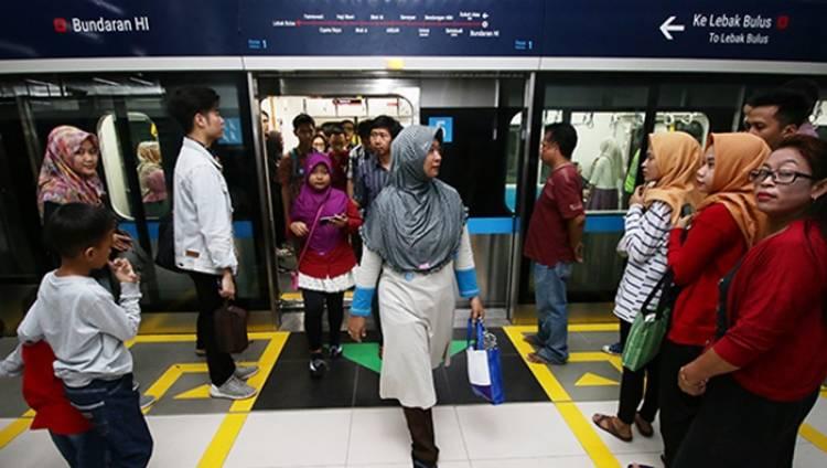 1 April MRT Berbayar-Beroperasi Hingga 22.01 WIB