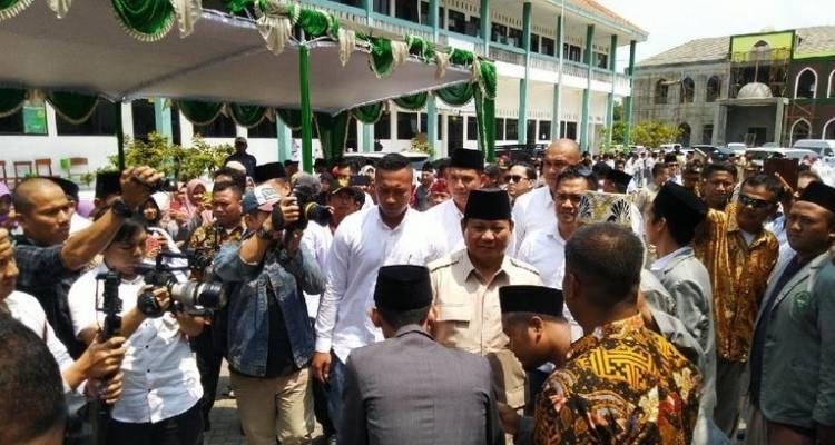 Begini Antusias Pendukung Sambut Kedatangan Prabowo di Purwokerto