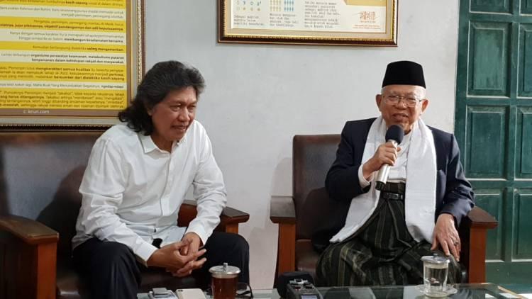 """Cak Nun: """"People Power"""" Itu Zaman Suharto, Tujuan Sekarang Hanya Ingin Jadi Menteri"""