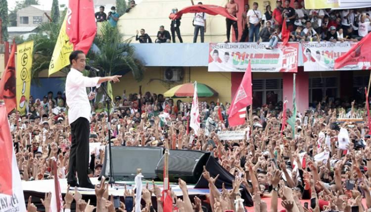 Di Brebes, Jokowi: Kepriben Kabare Sedulur Kabeh, Telur Asin, Teh Poci Masih Ada?