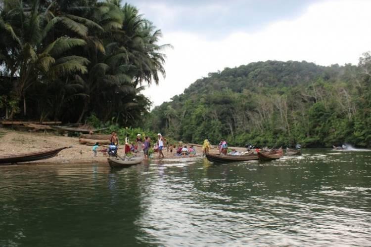 Mengarungi Sungai Sebayang Untuk Logistik Pemilu