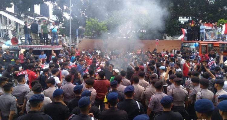 Massa Tandingan Ganggu Acara #2TahunNovel