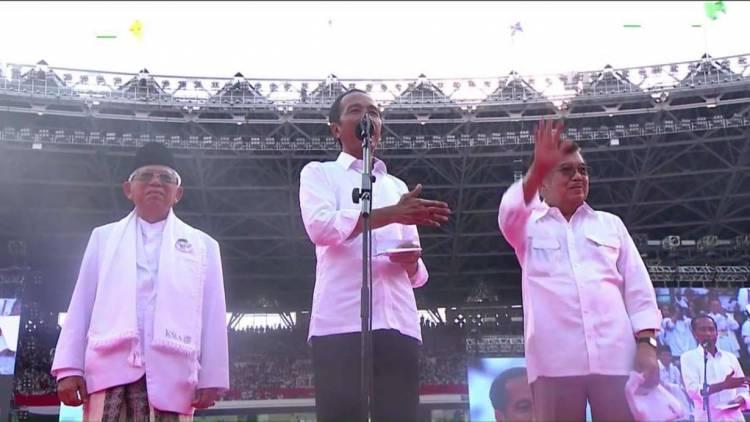 Dihadapan Ribuan Pendukung, Jokowi Wakafkan Diri untuk Indonesia
