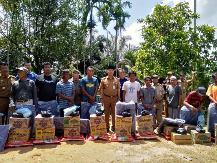 Walikota Fasha Serahkan Bantuan Korban Puting Beliung