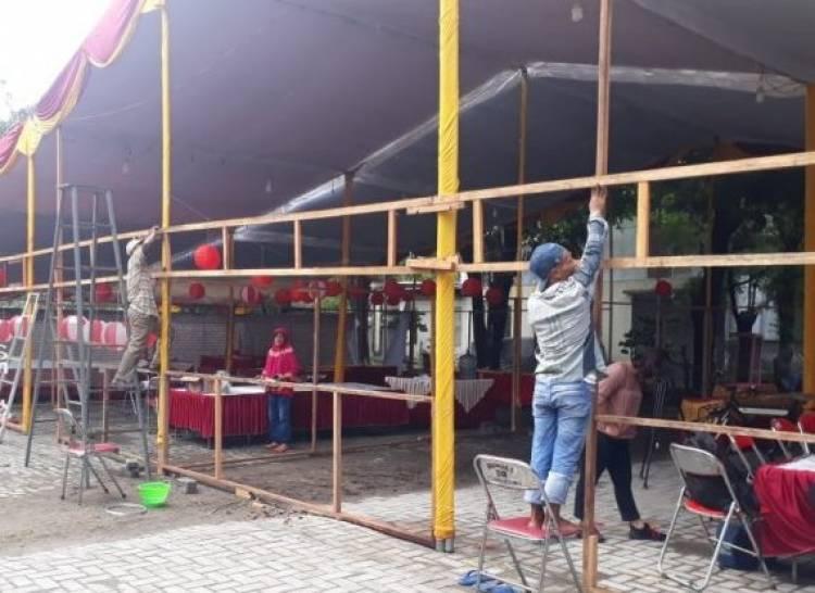 Warga Surabaya Bangun TPS Unik Bertema Bhinneka Tunggal Ika