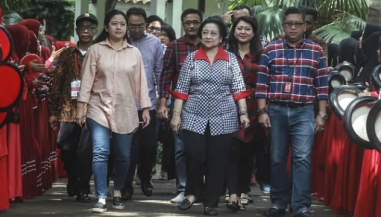 Megawati dan Keluarga Memilih di TPS 62 Kebagusan