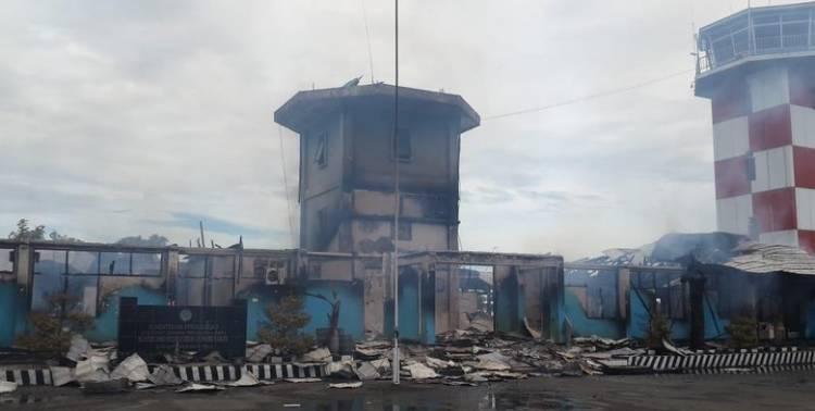 Bandara Nabire Ludes Terbakar