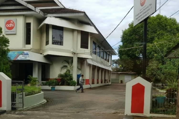 KPK Geledah Kantor Adhi Karya Makassar