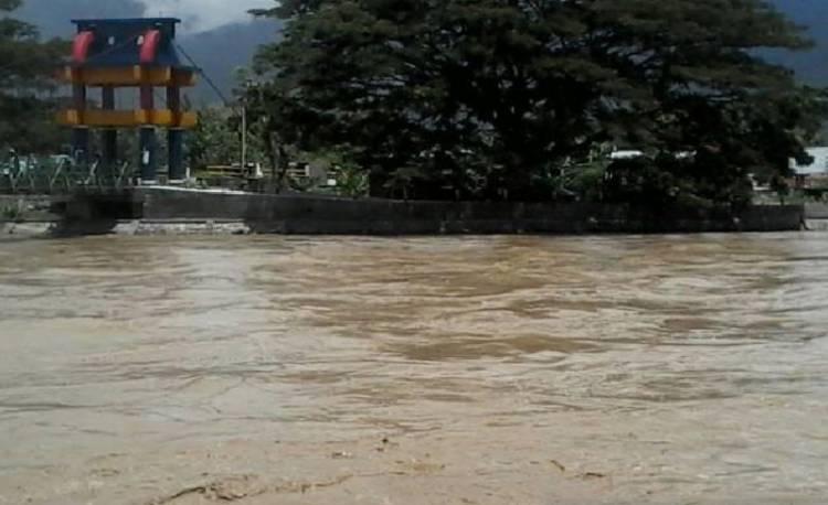 Puluhan Rumah Warga di Bantaran Sungai Palu Terendam Banjir