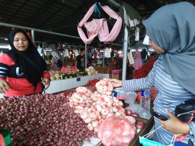Pak Gubernur! Pasca Operasi Pasar, Harga Bawang Putih di Jambi Malah Naik 100 Persen
