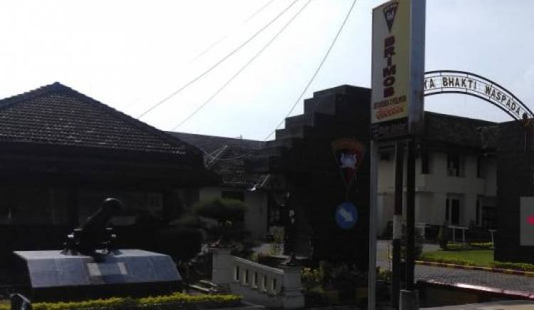Densus 88 Tangkap Terduga Teroris di Caruban Madiun