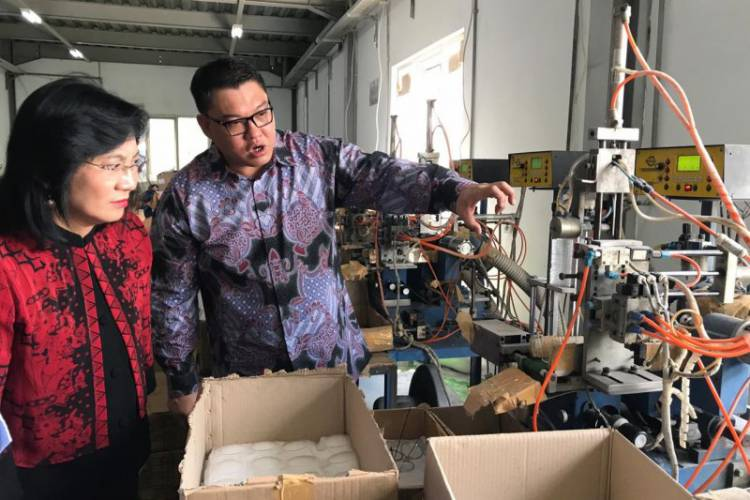 Maraknya Produk Impor, Kemenperin Kaji SNI Produk Kacamata