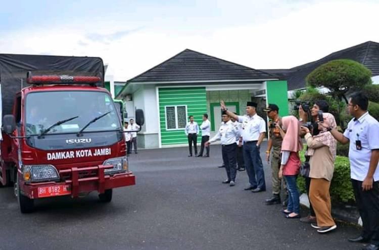 Pray For Pangkal Duri, Walikota Jambi Lepas Armada Bantuan
